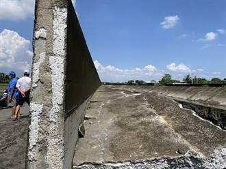 麟洛大排堤防整修中 村長目擊潰堤直呼「跑給水追」