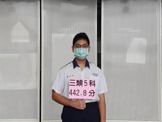 指考放榜台南港明高中再添醫科 學生最想感謝媽媽