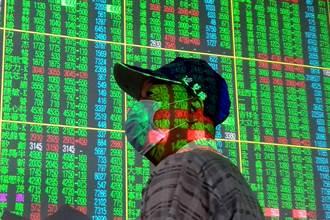 台股摜破半年線 內資殺盤更兇猛 外資搶低撿這10檔