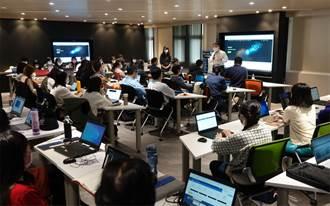 中華大學辦AI培訓營 432師生國際證照到手