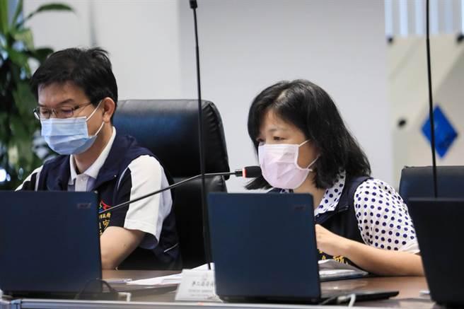 台中市就業服務處處長李美麗以「兼顧防疫助市民安心就業」進行專案報告。(盧金足攝)