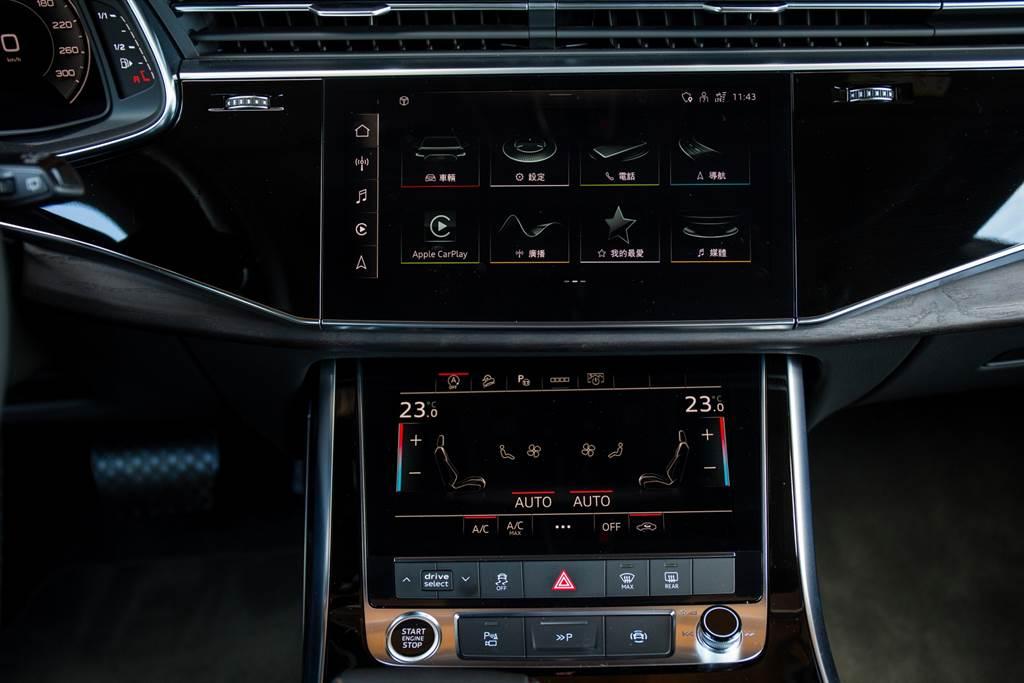 以螢幕取代大多數的實體中控按鍵已成為車壇趨勢,雙層式設計讓功能分門別類,熟悉後就能夠輕鬆找到。(圖/陳彥文攝)