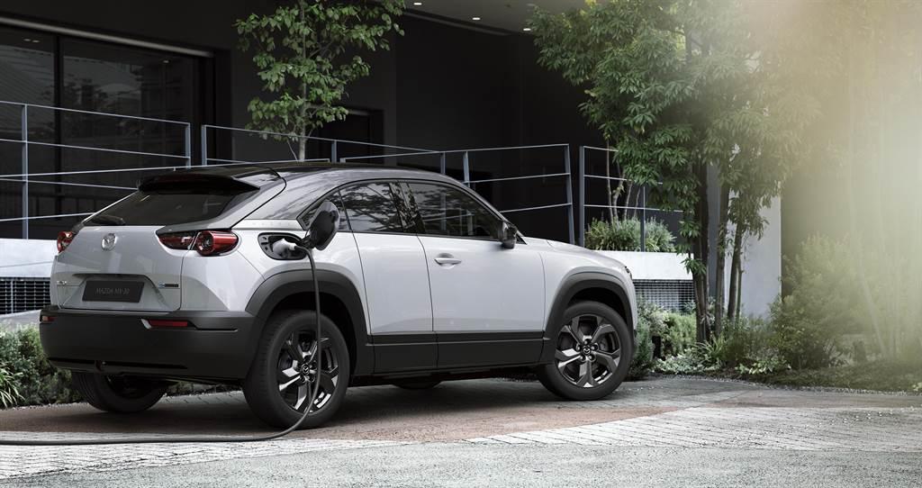 MX-30是Mazda首款提供純電動力的車型,雖然傳出將以轉子引擎作為增程引擎,不過最終胎死腹中。(圖/Mazda官網)