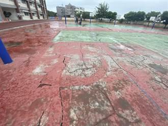 東寶國小球場「鬼剃頭」 楊瓊瓔爭取經費整建
