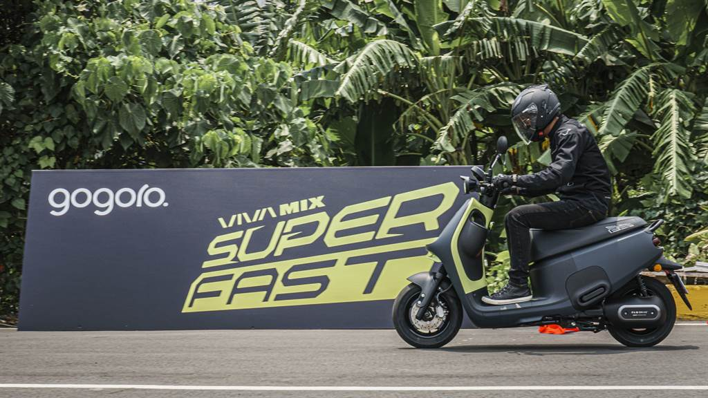 開學季最受注目的性能車款 Gogoro VIVA MIX SUPERFAST,由 Gogoro 產品保證經理林柏丞親自調校,勢必能成為首購買家追求潮流與騎乘體驗的最新選擇。(Gogoro提供/黃慧雯台北傳真)