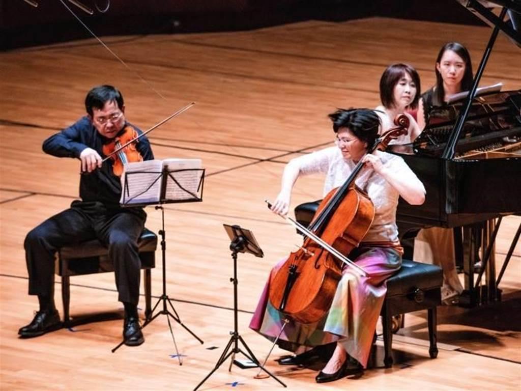 歐亞美三重奏由鋼琴家(中)辛幸純、小提琴家辛明峰(左)與大提琴家簡碧青(右)組成。(好海洋藝術提供)