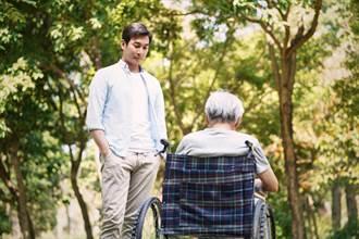 長輩晚年的照顧問題不只藥物 更需了解個性與心態