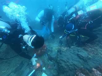 小丑魚產卵與海廢相伴 基隆和平島清出212斤垃圾