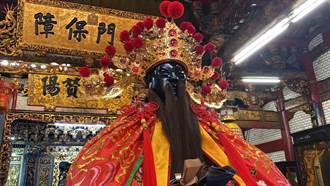 新竹都城隍爺出神龕 民眾近距離一睹風采