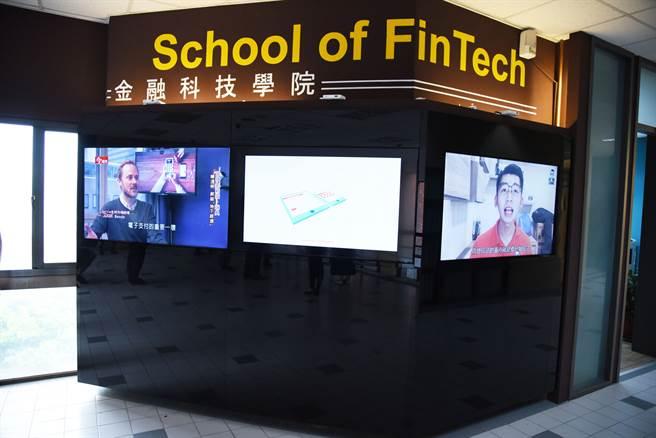 銘傳大學金融科技學院110學年度發展出全方位「AI系統性課程與職涯」。(銘傳大學提供)