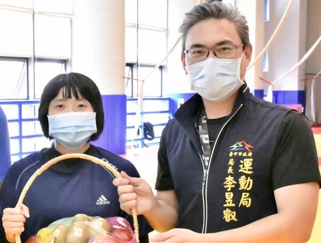 台中視障柔道女力李凱琳前進東京帕運,中市府預祝勇奪佳績。(台中市政府提供)