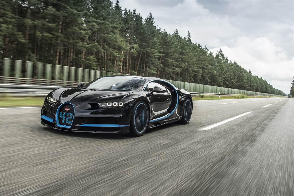 用於拍攝Bugatti Chiron當年打破0-400-0加速煞停紀錄影片的攝影車曾是一大謎團,直到導演Clark公布正解後,絕對稱的上是史上最貴攝影車。(圖/Bugatti官網)