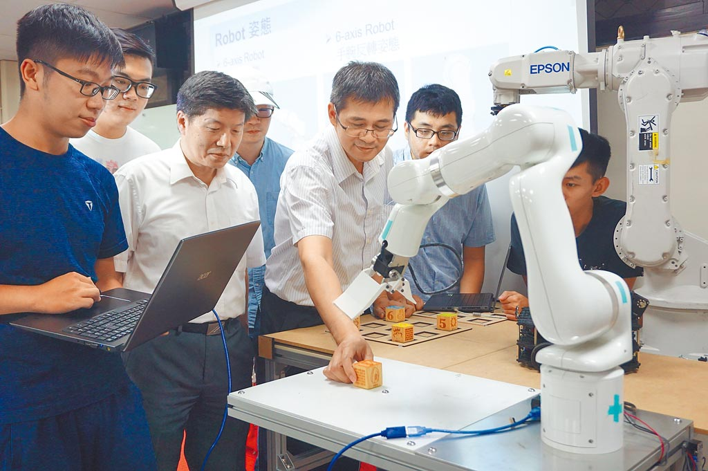 中原大學獲教育部核准增設全國第1個「智慧運算與大數據」學系,預計於111學年度正式招生。(中原大學提供/蕭靈璽桃園傳真)
