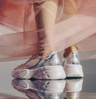 運動品牌推聯名鞋款 迎開學季