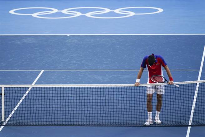 喬柯維奇在東京奧運銅牌戰因傷失利。(美聯社資料照)