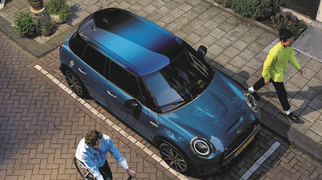 Multitone漸層式車頂完美展現MINI英國牛津廠頂尖車漆技術,定義全新潮流!(圖/業者提供)