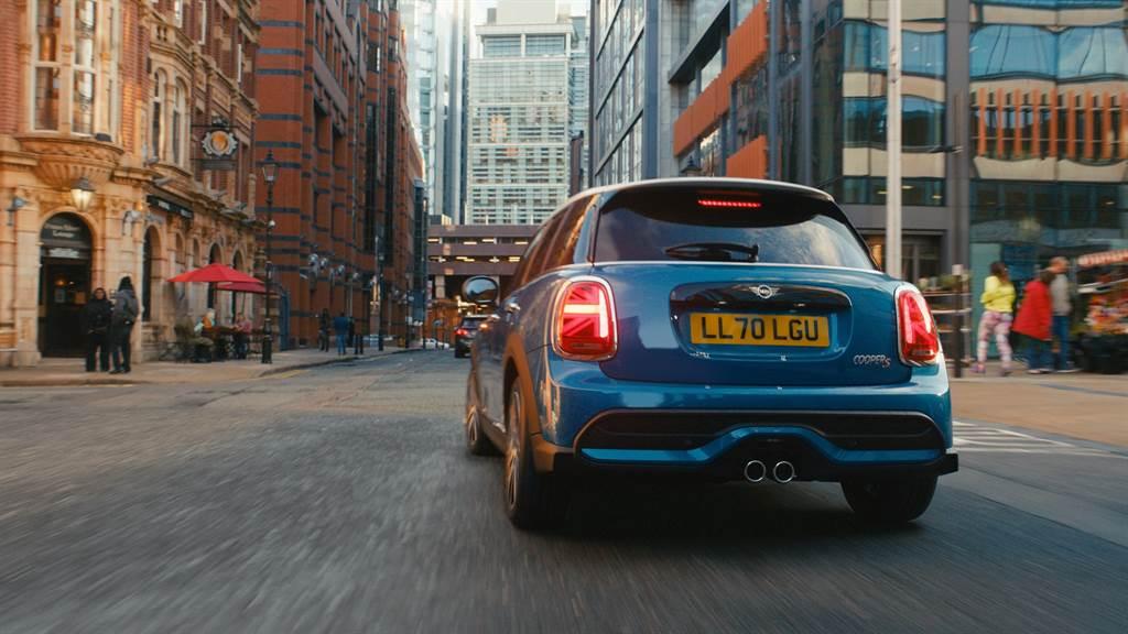 搭載1.5L三缸、2.0L四缸等TwinPower Turbo渦輪增壓引擎,皆符合Euro 6d排放標準。(圖/業者提供)