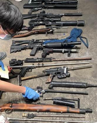新竹男修車場建密室改造槍枝 基警查獲11長槍、1短槍