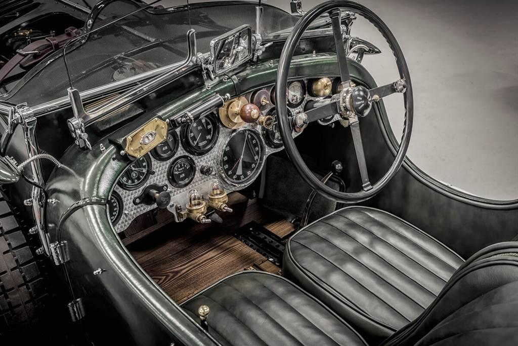 Bentley Mulliner手工打造的第一輛Bacalar和Blower完工(圖/CarStuff)