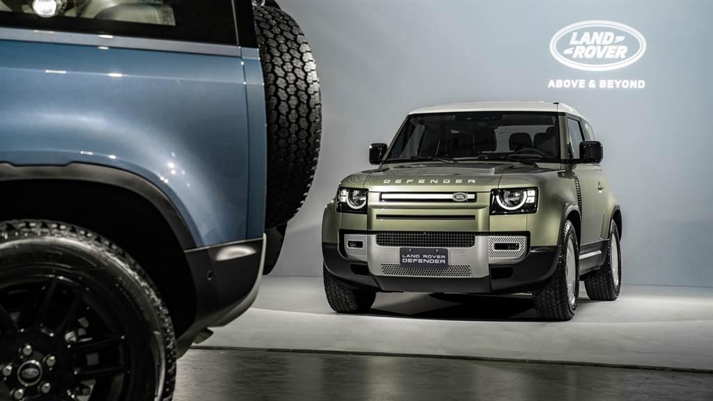 台灣捷豹路虎今正式對外發表4x4全地形王者 Land Rover Defender 90 D250 S,2022年式建議售價239萬元起。(圖/業者提供)
