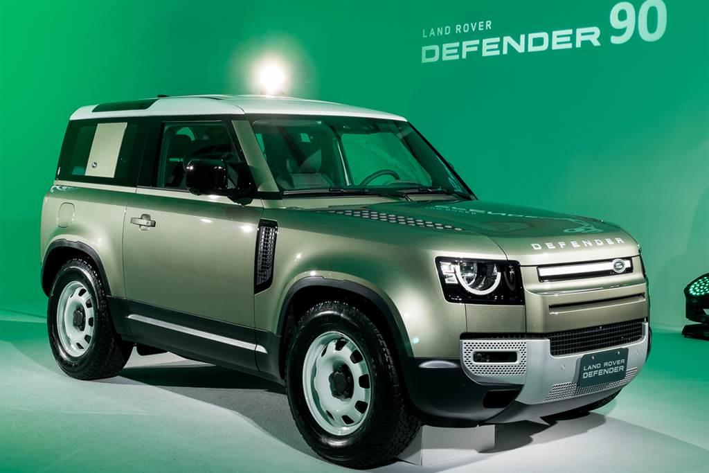 New Defender延續前代車型的經典外觀,輔以現代化科技,深受玩家喜愛。(圖/陳彥文攝)