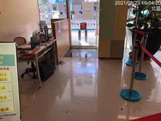 莽撞男朝婦幼醫院丟揮發性液體玻璃瓶 警拘提法辦