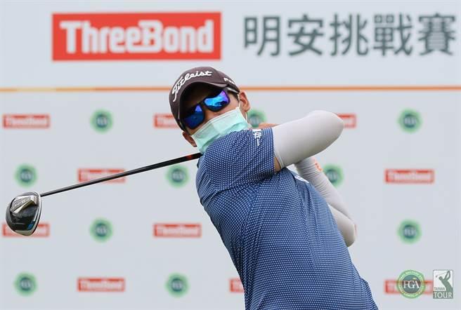 蔡宗佑在ThreeBond TPGA Challenge Tour明安挑戰賽信誼站首回合,繳出64桿佳績創球場最低桿紀錄,單獨領先。(大會提供)