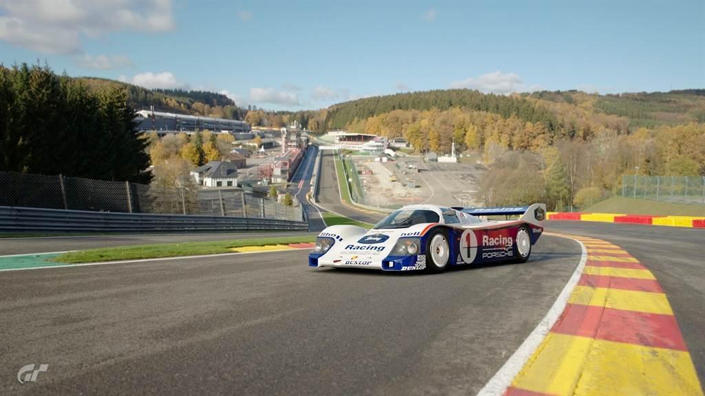 台灣保時捷聯合日本、韓國與亞太區,共同舉辦Porsche Gran Turismo Cup Asia Pacific電競賽事,以知名的賽車遊戲《跑車浪漫旅Gran Turismo》做為比賽平台,所有擁有PSN帳號者都能參賽,不過晉級決賽須年滿18歲。(圖/業者提供)