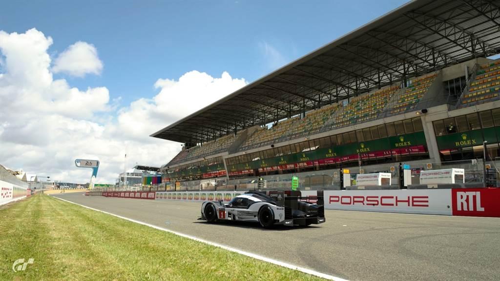 參賽者將駕駛Porsche推出的知名賽車在全球知名賽道一較高下,其中舉辦LeMan 24小時耐力賽的法國薩爾特賽道(Circuit de la Sarthe),將使用Porsche於該賽事三連霸的919 Hybrid賽車作為使用車輛。(圖/業者提供)