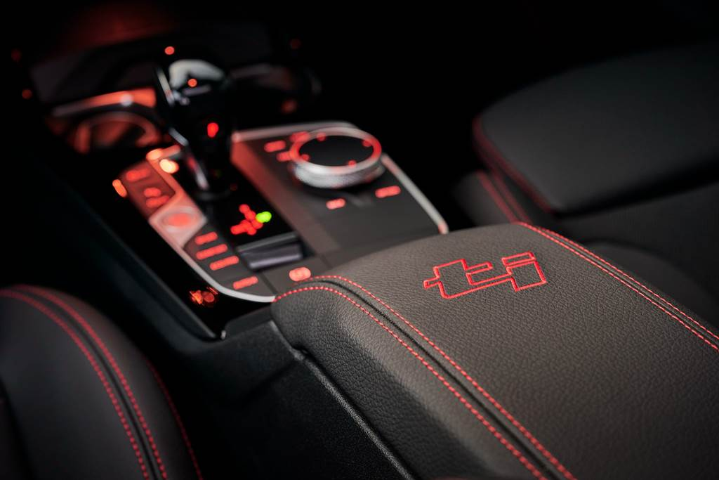 128ti車室多處ti車型專屬個性點綴,營造濃厚、熱血的性能感受。(圖/業者提供)