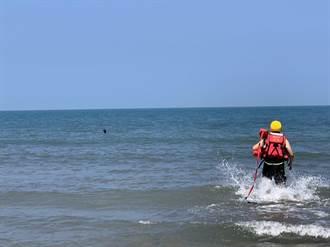 年輕女子疑心情不好走入海中 消防巡邏發現即刻救援