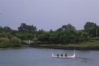 蘭嶼達悟族黑潮勇士拼板舟環台灣 盼用蘭嶼破浪精神為大家打氣