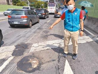 台北成功橋砸1.7億重鋪 不到2年處處坑洞