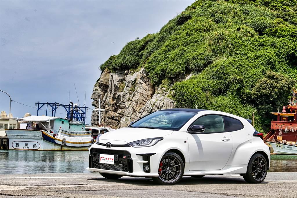 有別於其他車廠參加WRC賽事時採用現有市售車改裝,TOYOTA GR Yaris的誕生就是專為WRC開發,對外販售則是為了滿足WRC賽事所規範的市售量產車(2萬5千輛)條件。(圖/陳彥文攝)