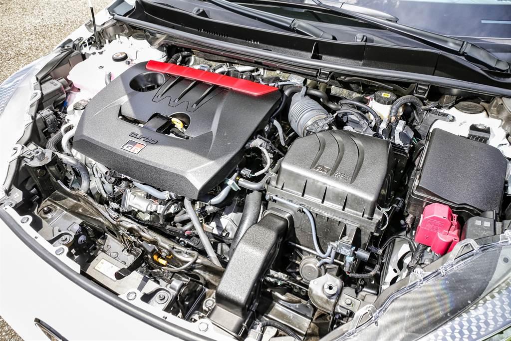 引擎代號G16E-GTS為符合WRC規範採用1.6升排氣量,並針對進排氣、冷卻效率與燃燒效率優化,而為了輕量化不僅採用三缸,也採用強度較高的材質打造使重量減輕,引擎總重僅109kg。(圖/陳彥文攝)
