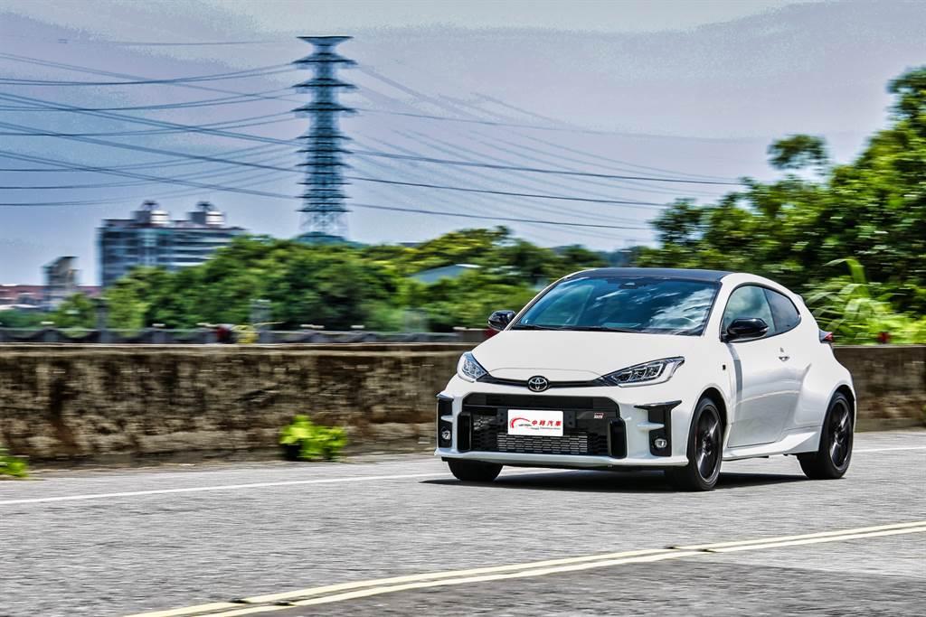 懸吊因應WRC的路況設計,正好符合國內道路品質,柔韌Q彈的設定面對起伏的道路依然能夠牢牢抓住。(圖/陳彥文攝)