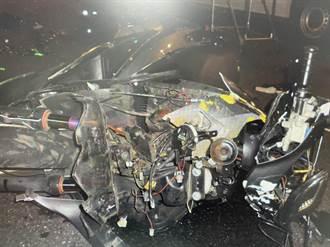 整台都撞爛了!機車直衝左轉轎車驚悚畫面曝光 騎士傷重不治