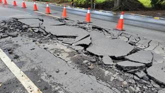 台南學甲自來水管爆管 路面毀損、民生用水受影響