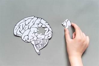 照鏡子就能看出腦弱化了!高招挽救失衡左右腦