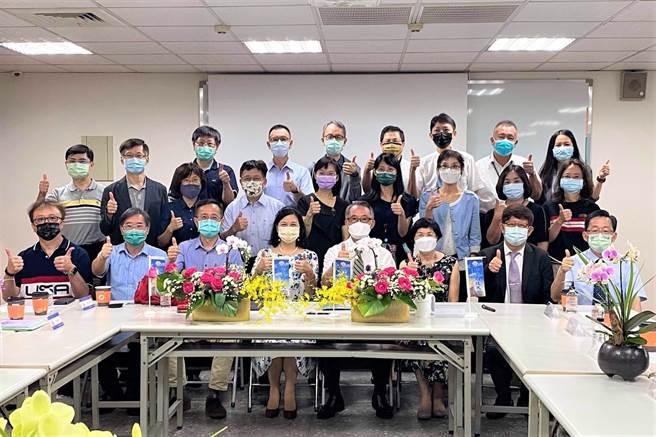中臺科技大學攜手培力藥品工業股份有限公司簽署產學合作。(中臺科大提供)