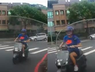 當三寶遇到三寶 騎士紅燈右轉直撞逆向車 網看傻:真速配