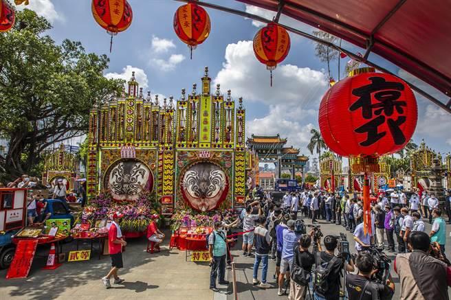 蔡英文總統參加新埔義民廟祭典,「人潮」最多。(羅浚濱攝)