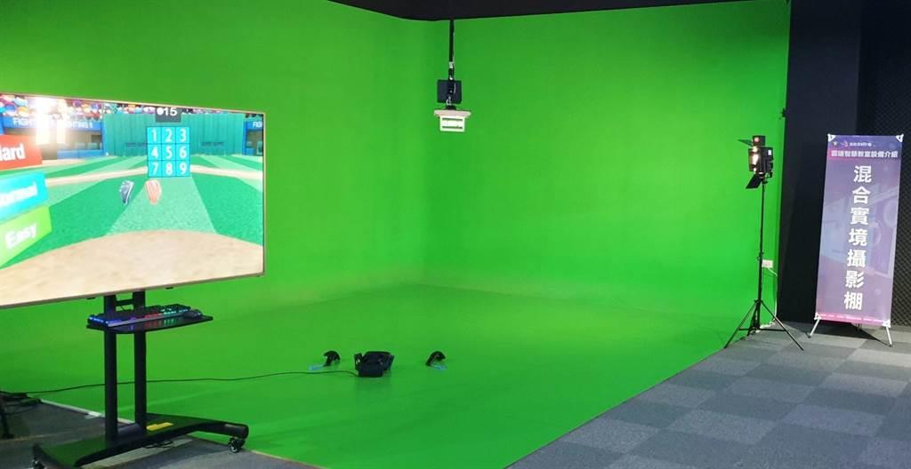 玄奘大學視傳系混合實境攝影棚作為虛實疊合的一項理想觀察系統。(玄奘大學提供)
