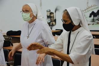 台東關山「米國學校」邀修女體驗洗愛玉