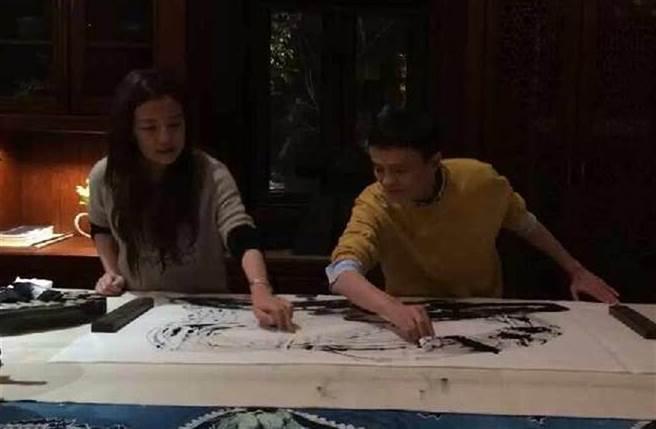 趙薇和馬雲有密切的商業往來。(圖/微博)