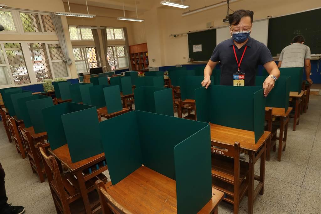 開學前夕,新北市板橋江翠國小做好各項完善的校園防疫措施,準備迎接學生到校上課。(劉宗龍攝)