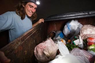 靠撿垃圾月入11萬 辣媽秒辭正職工作 帶全家挖寶