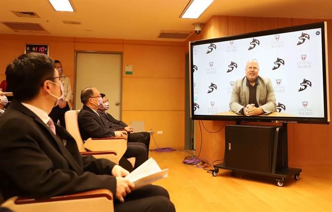 美國箴言高中校長David Miskimen致詞時表示,感謝新北市政府對於技職教育的願景規劃及國際視野。(新北市政府教育局提供)