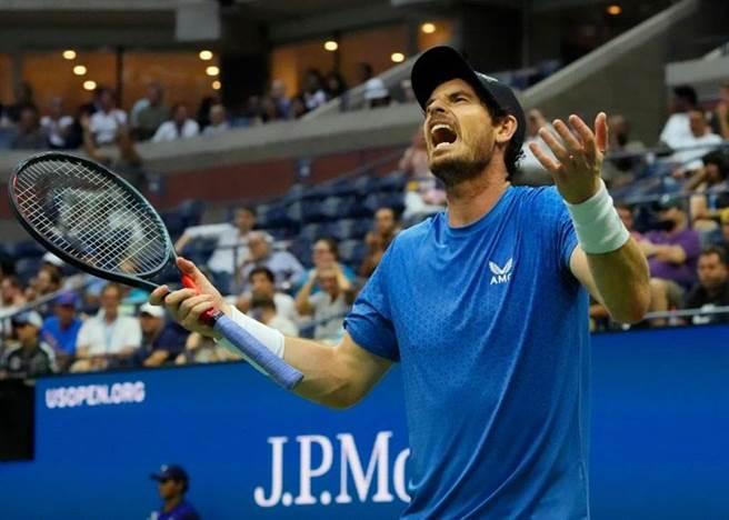 前美網冠軍莫瑞向裁判抱怨。(路透)