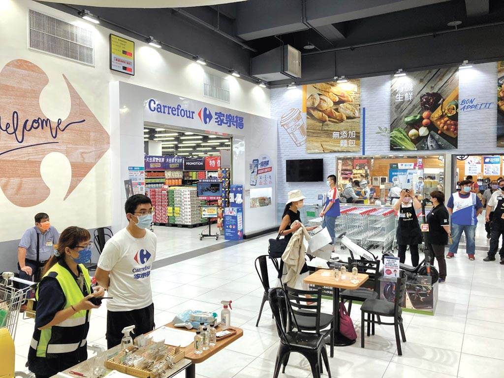 日前才開出南港店的台灣家樂福,近期出售傳聞不斷。(圖/中時報系資料照片)